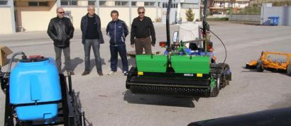 Παράδοση μηχανημάτων συντήρησης χλοοτάπητα στον Δήμο Θηβών